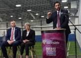 رئيسة وزراء بريطانيا تشارك في نشاط لفريق بيرنلي