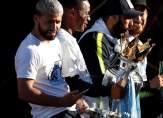 فيديو تحطم كأس الدوري الانكليزي خلال احتفالية السيتي باللقب