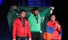 الرباع السعودي علي عثمان يتوّج ببطولة العالم لرفع الأثقال للشباب
