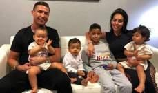 رونالدو عار في حوض الإستحمام برفقة أطفاله
