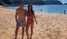 دانيل كييات مع حبيبته غلى الشاطئ