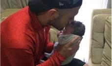 ويلشير في الصورة الاولى مع مولوده الجديد