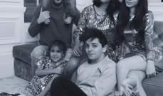 صورة لفابريغاس وعائلته باللونين الابيض والاسود