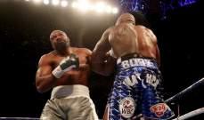وايت يفوز بالضربة القاضية على كيسورا في لندن