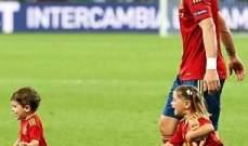 أولاد لاعبي المنتخب الاسباني يغزون أرض الملعب