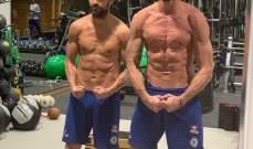 فابريغاس وجيرو يستعرضان عضلاتهم