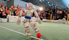 روبوتات مبرمجة على كرة القدم في مواجهة البشر