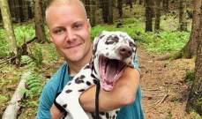 فالتيري بوتاس مع كلبه الدلماسي في الغابة