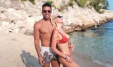 راداميل فالكاو مع زوجته على الشاطئ