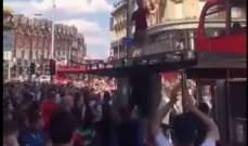 مشجع إنكليزي يُبالغ بالإحتفال بفوز منتخبه