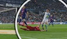 يد اسباس ادخلت الكرة في مرمى برشلونة