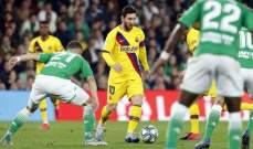 قرارات جريئة لحكم مباراة برشلونة وبيتيس انصفت الناديين معاً
