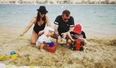 كيمي رايكونين على شاطئ البحر مع عائلته