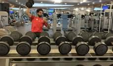 محمد صلاح يستعرض عضلاته في النادي الرياضي