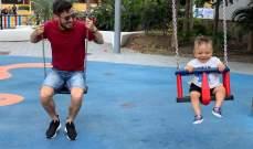 دافيد سيلفا يعود طفلًا على الارجوحة