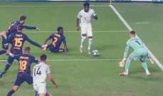 برشلونة رفض التعاقد مع ديفيز فعاقبهم وبالثمانية