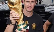الاتحاد الدولي لكرة القدم يكرم الهداف التاريخي لكاس العالم على طريقته