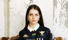 فينيسيا الايطالي يكشف عن قميصه بطريقة لافتة