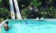 ماريو بالوتيلّي يقفز في حوض السباحة