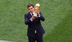 كاسياس يقدم كأس العالم قبل إنطلاقة العرس الكروي