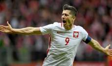 ليفاندوفسكي يحتفل بالمباراة رقم 100 امام البرتغال