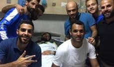 لاعبو الراسينغ يطمئنون على الحارس محمد سنتينا