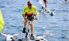 فالتيري بوتاس يركب دراجة على الماء