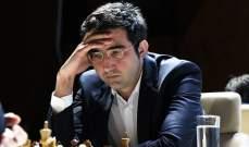 الروسي كرامنيك يعتزل منافسات الشطرنج