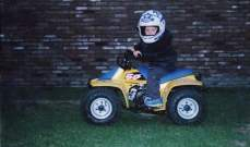 ماكس فرستابن وهو صغير على سيارة كهربائية