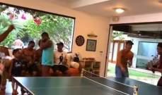 رونالدينيو يلعب كرة الطاولة