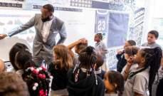 ليبرون جيمس في افتتاح مدرسته الجديدة