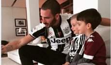 بونوتشي يردّ على متابع تمنّى الموت لطفليه