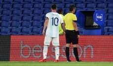غضب ميسي ينهال على حكم مباراة الارجنتين وباراغواي