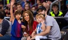 بيكيه في مباراة لكرة السلة مع عائلته