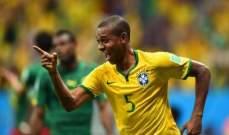 فرناندينيو يرفض حلم كل برازيلي بسبب عائلته