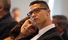 والدة كريستيانو رونالدو : ابني ليس آلة وهذا موعد اعتزاله