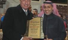 الشباب السعودي يمنح العضوية الشرفية لمحمود الخطيب