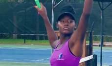 عراك بين لاعبتي كرة مضرب