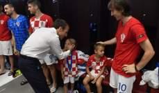 الرئيس الفرنسي يواسي كرواتيا ويحتفل على طريقة بوغبا في غرف الملابس !