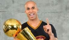 جيفرسون يعلن اعتزاله كرة السلة بعد وفاة والده