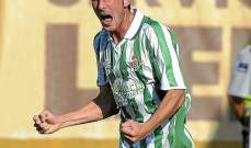 ريال بيتيس يكرم اللاعب ميكي روكي في ذكرى رحيله