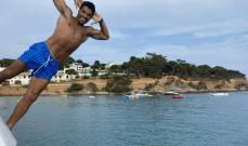 سواريز يقفز من اليخت إلى البحر