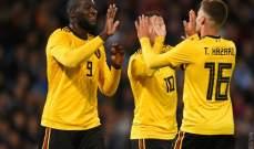 مانشستر يونايتد يحتفل مع لوكاكو بهدفه في شباك اسكتلندا