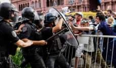 اشكالات بين رجال الامن ومحبي مارادونا ونقل جثمان الفقيد الى قاعة اخرى