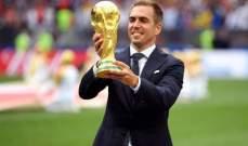 فيليب لام يدخل ارض الملعب مع مجسم كأس العالم !