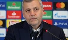 مدرب ليون يُعلق على وقوع فريقه بمواجهة برشلونة