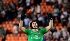 بيتر تشيك يعلق قفازيه بعد نهائي الدوري الاوروبي