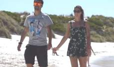 فونيني يلعب برفقة زوجته التنس في مكان غريب