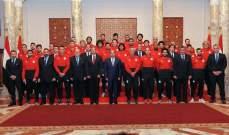 السيسي يستقبل الوفد المصري المشارك في كاس العالم 2018 قبل السفر الى روسيا