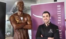 تمثال من الحديد واخر من الشوكولا لرونالدو